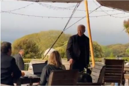 Нов екшън с Байдън: Загуби се в Лондон, жена му го намери на терасата на ресторант