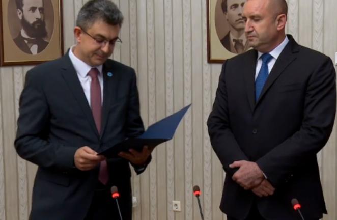 """""""Има такъв народ"""" върна на президента Румен Радев изпълнен проучвателен мандат"""